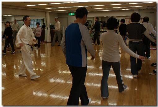 宝塚ソリオホール304・305レッスン室での郭林気功宝塚講習会の様子